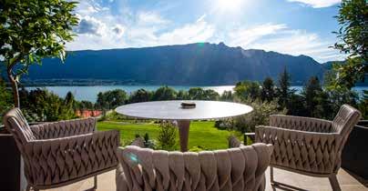 Terrasse et vue sur le lac de l'Incomparable - LODGE & SPA COLLECTION