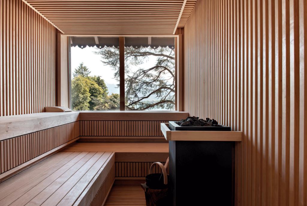 Tasseaux-de-bois-murs-sauna