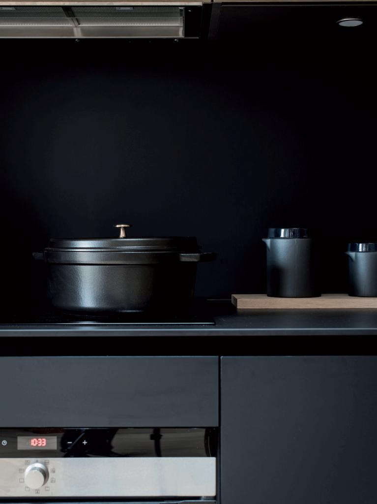 casserole-et-cafetière-noires