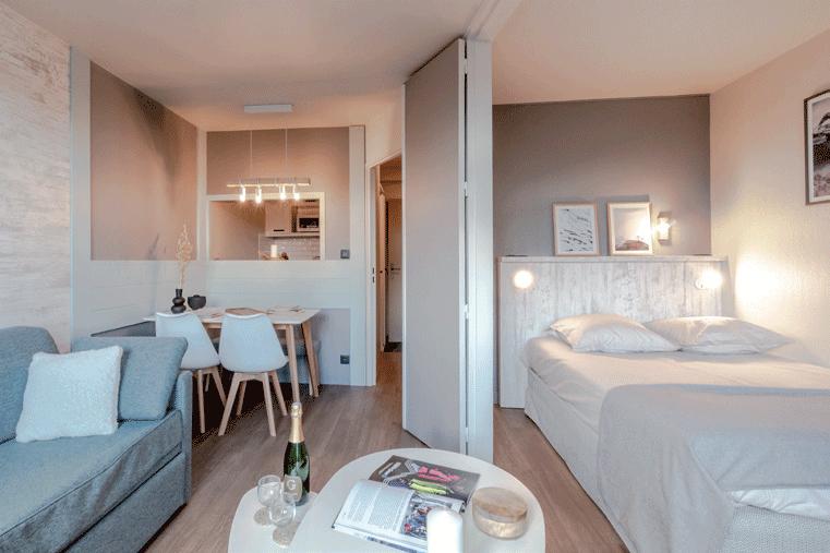 appartement-avec-salon,-chambre-et-lit