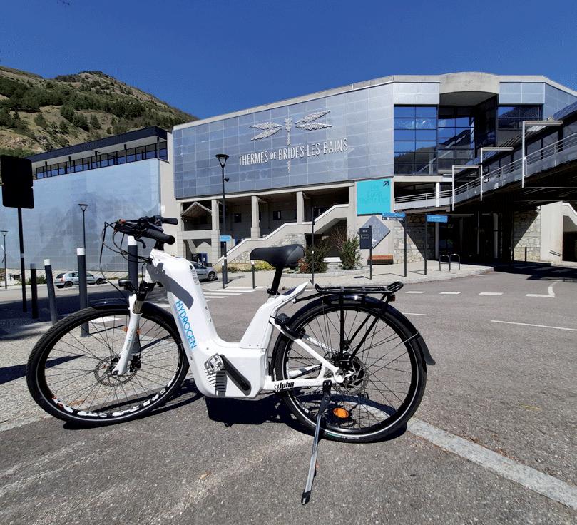 vélos-à-assistance-électrique-en-recharge-à-Brides-les-bains